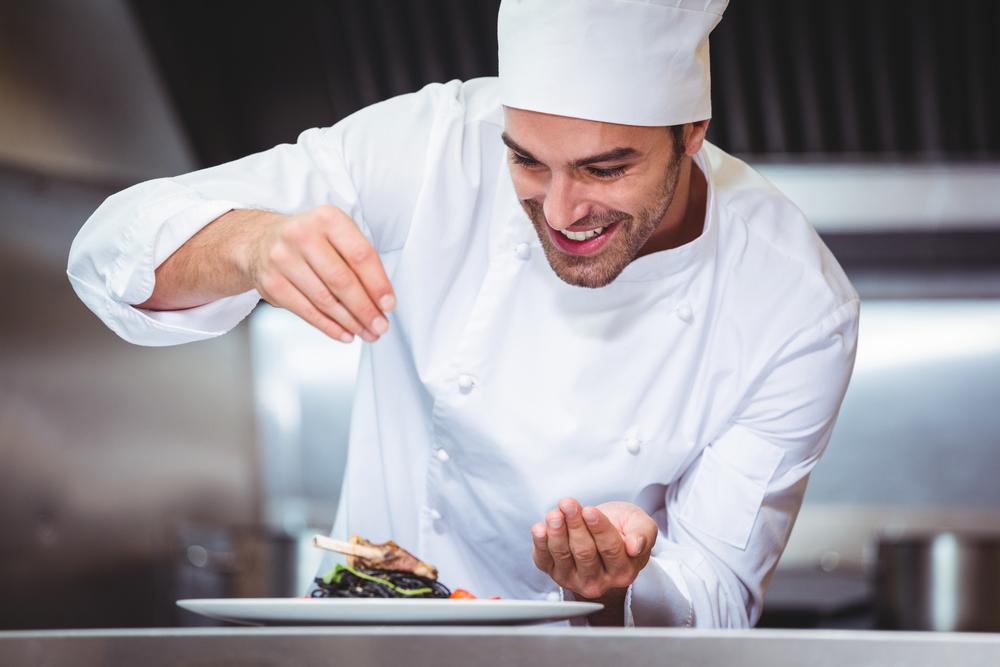 why do chefs wear white